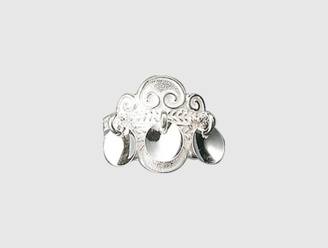 Ring, kvit m. lauv