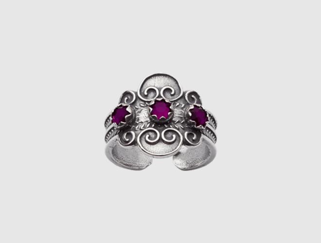 Ring, oksidert m.lilla stein