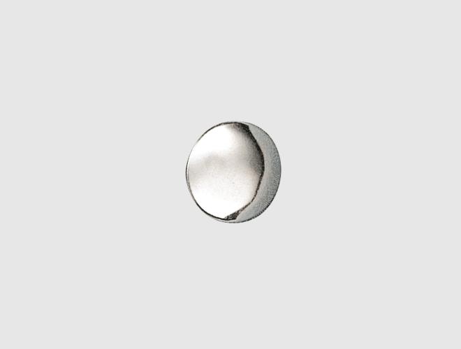 Knapp m. lang hempe, kvit, 15 mm
