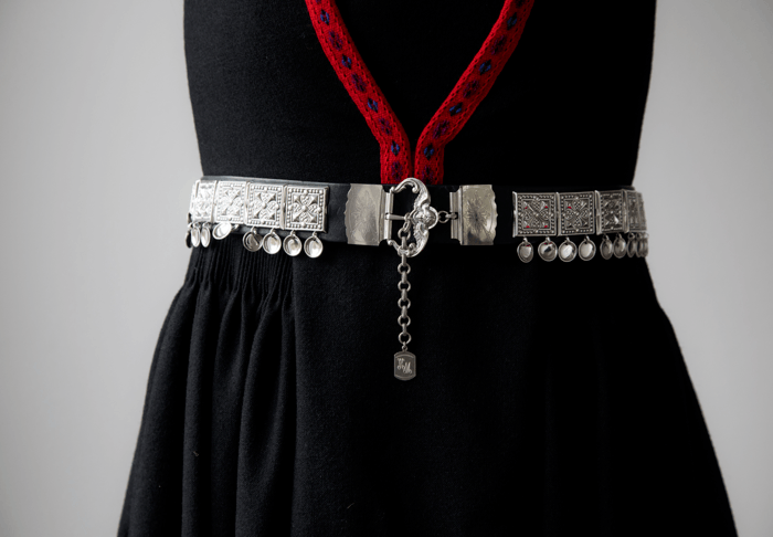 Draumen om eit sølvbelte som kan justerast