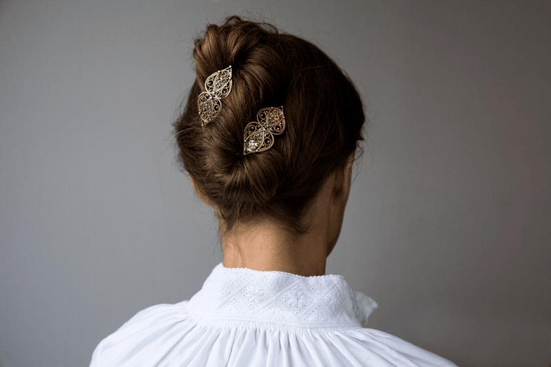 Frisyre med hårspenne frå Sylvsmidja