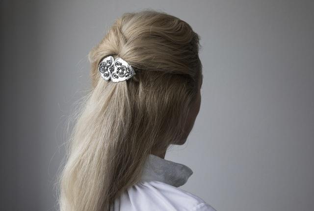 Hårspenne i oksidert sølv til Rogalandsbunad