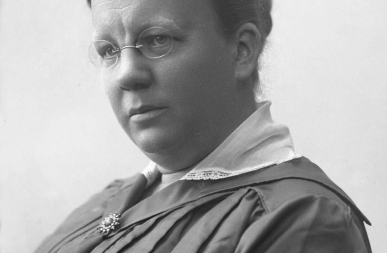 Karen Platou fekk etablert morsdagen i Norge saman med Dorothea Schjoldager i 1918.